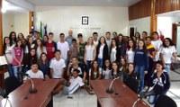 Estudantes da Escola Emílio Oscar Hülle visitam a Câmara